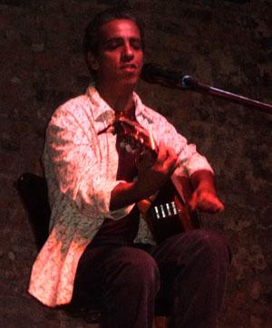 Luís Perequê canta na FlipZona