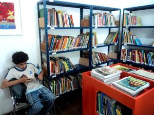 A biblioteca tem mais de 8000 livros