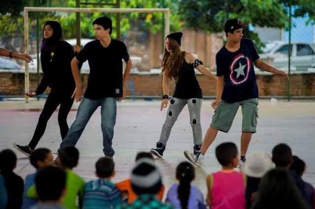 apresentação do grupo Cia. da Dança