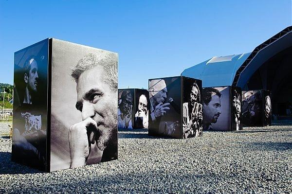 Exposição de retratos de Walter Craveiro nos 10 anos da Flip.